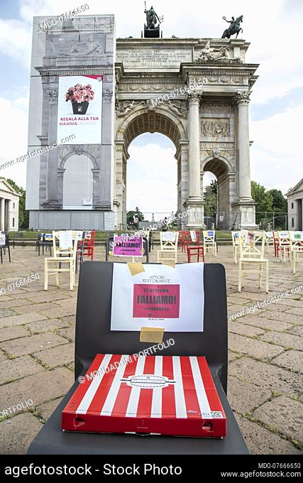 Silent demonstration at the Arco della Pace of restaurateurs who will not reopen their premises due to the pandemic caused by Covid 19 and related economic...
