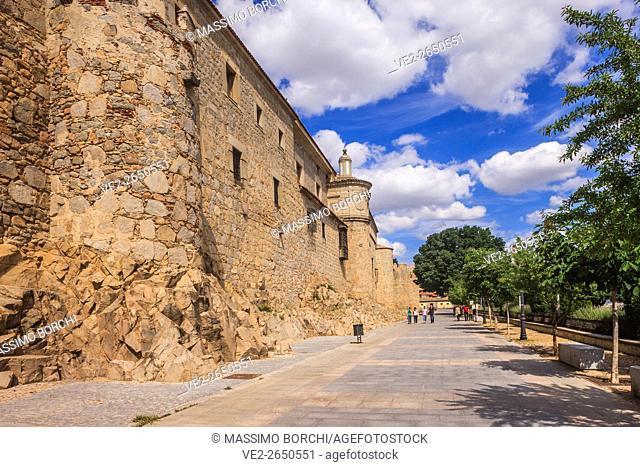 Spain, Castilla y Leon, Avila. The walls along Paseo de Rastro