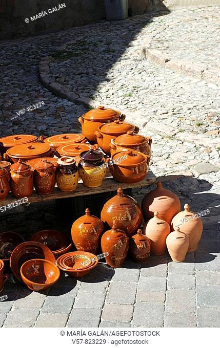 Ceramic pots Flea market in Sepúlveda. Segovia province, Castilla Leon, Spain