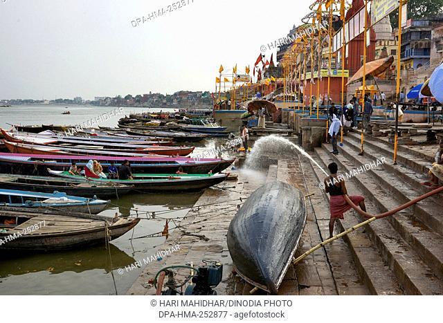 Man cleaning ghat varanasi uttar pradesh india, asia
