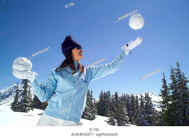 Frau, Winterspa? in den ?sterreichischen Alpen - Young Woman, Winter Fun in the Austrian Alps