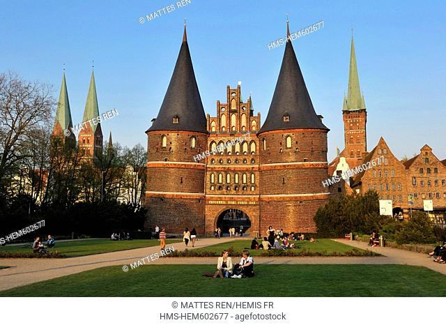 Germany, Schleswig Holstein, Lubeck, listed as World Heritage by UNESCO, Holzentor, fortified door with Marienkirche and Petrikirche