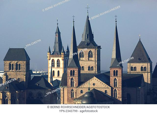Cathedral of Trier, Church of Our Lady and St. Gangolf's church with fog, World Heritage Site, Trier, Rhineland-Palatinate, Germany