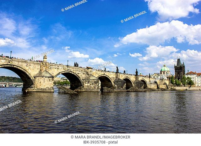 Vltava river with Charles Bridge, Karluv most, UNESCO World Heritage Site, Prague, Czech Republic