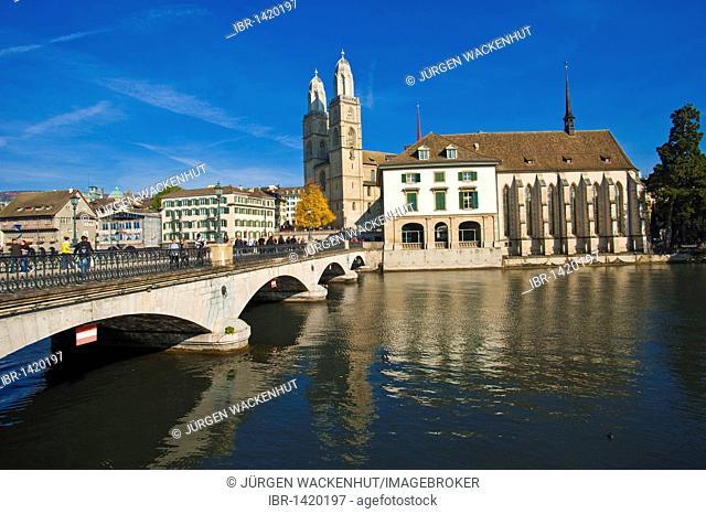 River Limmat, Grossmuenster, Muensterbruecke bridge, Helmhaus, Wasserkirche church, historic town, Zurich, Switzerland, Europe
