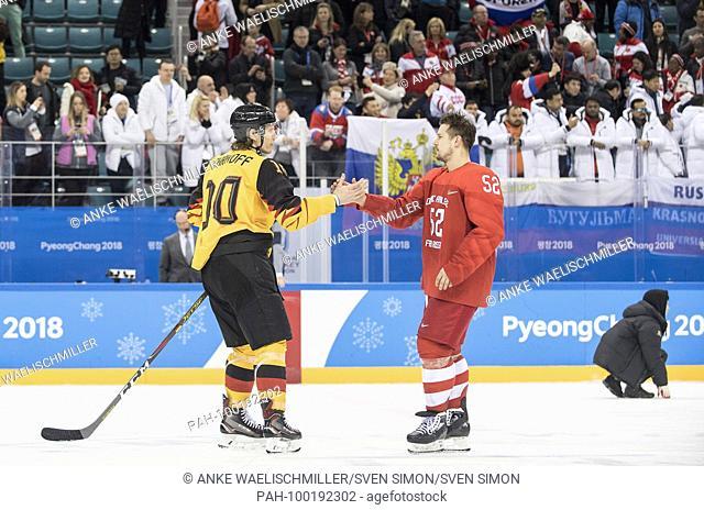 Christian EHRHOFF (GER), links, .handshake with Sergei SHIROKOV (OAR/RUS), .fairness, .Eishockey Finale der Maenner, Olympische Athleten aus Russland (OAR/RUS )...