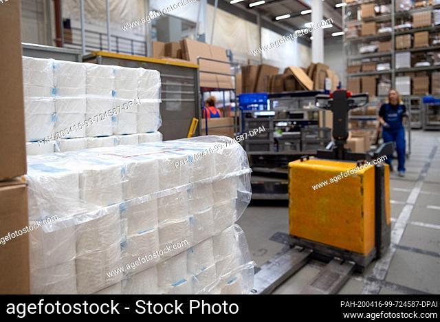 16 April 2020, Brandenburg, Großbeeren: Toilet paper is provided by the logistics service provider Rhenus Warehousing Solutions SE & Co