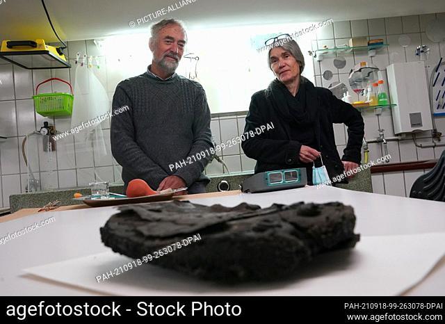 17 September 2021, Schleswig-Holstein, Lübeck: Manfred Schneider, Head of the Archaeology Department of the Hanseatic City of Lübeck, and Doris Mührenberg
