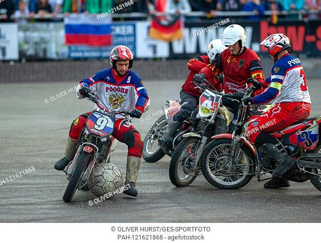 Ivan Krischtopa (RUS) on the ball, versus right 4 Benjamin Walz (GER), right 3 Vladimir Sosnitzky (RUS). GES / Motoball / European Championship
