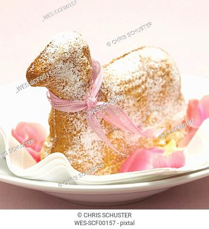 Cake shaped as a lamb