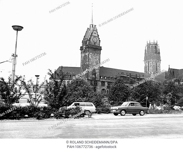 On the left the old town hall of Duisburg, on the right the tower of the late Gothic Salvator church, pictured on 16 July 1971. | usage worldwide