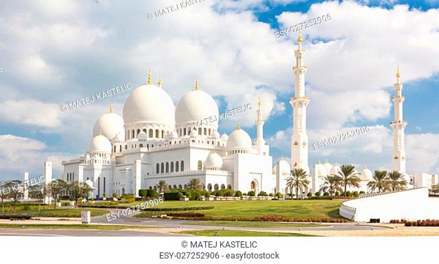 View of Sheikh Zayed Grand Mosque in Abu Dhabi, United Arab Emirates