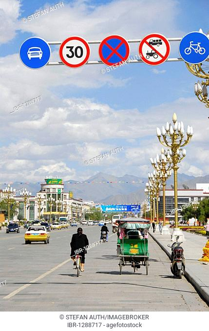 Road signs on the main street, rickshaw, Lhasa, Himalayas, Tibet Autonomous Region, People's Republic of China, Asia