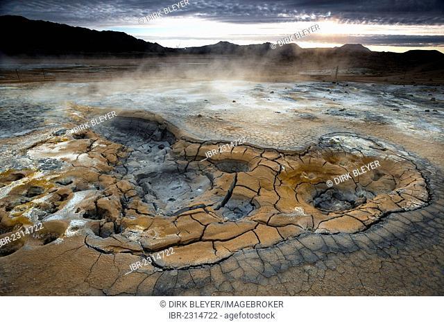 Solfataras, fumaroles, mud pools, sulfur and other minerals, steam, Hveraroend geothermal area, Námafjall mountains, Mývatn area, Norðurland eystra