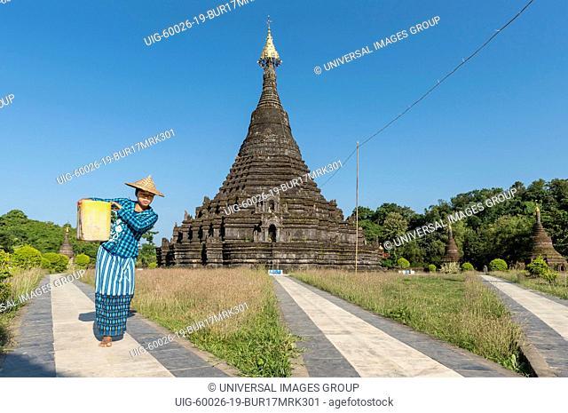 Woman worker at Sakya Man Aung Pagoda, Sakyamanaung Paya, Mrauk U, Burma, Myanmar