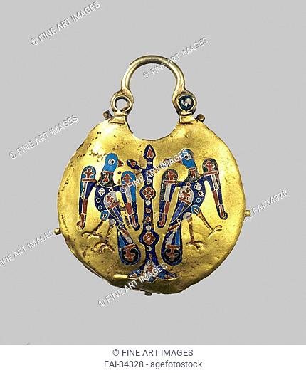 Gold pendant (Kolt) by Ancient Russian Art /Gold, enamel/Applied Arts/12th-13th century/Ukraine/Museum of Russian Art, Minneapolis/Objects/Archaeology/Anhänger...
