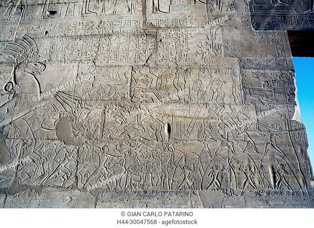 Ramesseum : the funeral temple of pharaoh Ramses II the Great(1303-1213 b.C. XIX dyn.). View of scenes of the Qadesh battle