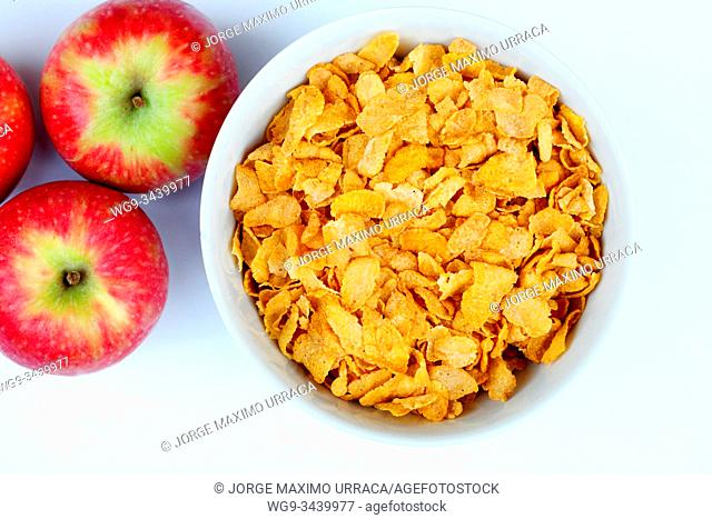 Bowl with cornflakes and apples