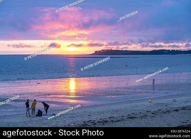 Puesta de sol en la playa de Kerver Plage De Kerver, Saint-Gildas-de-Rhuys, Bretaña, Francia | Atardecer en la playa de Kervert Plage De Kerver