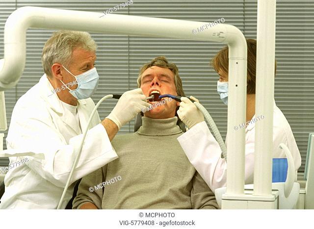 Patient beim Zahnarzt, 2004 - Germany, 05/04/2004