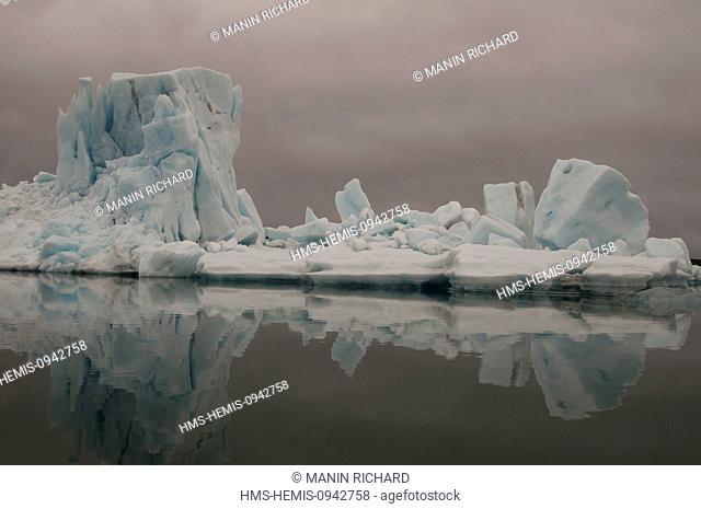 Iceland, Sudurland region, Skaftafel National Park, Jokulsarlon lagoon, glacier of Breioamerkurjokull part of Vatnajokull glacier