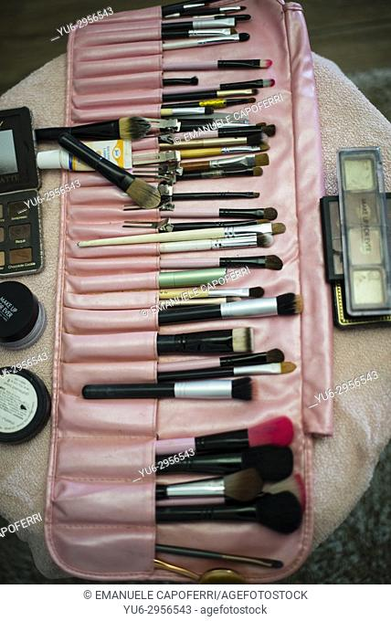 box with make-up brushes