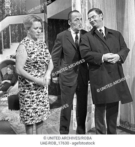 Großer Mann, was nun ?, Fernsehserie, Deutschland 1967, Regie: Eugen York, Darsteller: Camilla Spira, Friedrich Schütter (rechts)