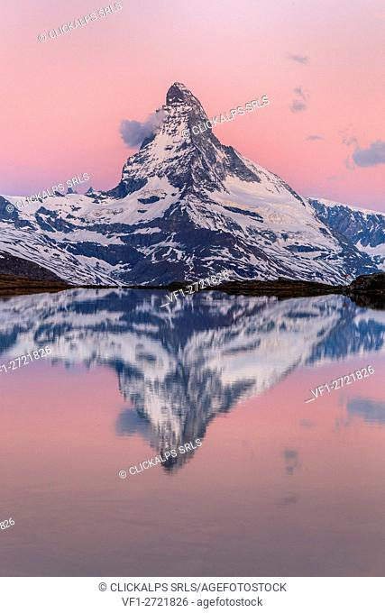 Switzerland, Vallese, the Matterhorn at sunrise reflected at Stellisee, Zermatt valley