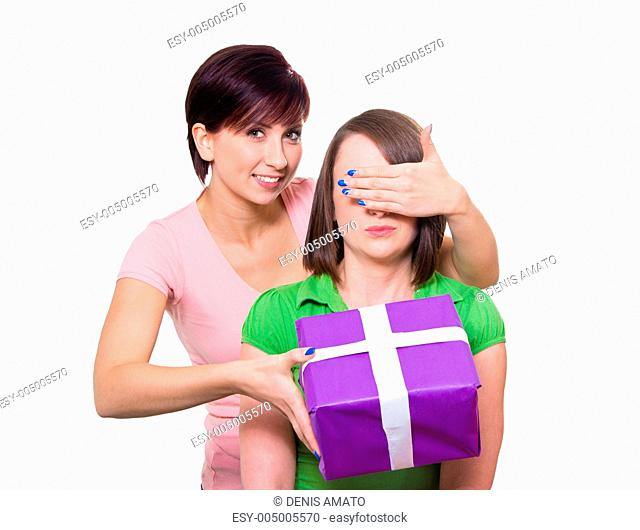Frau überrascht ihre beste Freundin