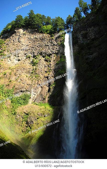 Multnomah Falls at the Columbia River Gorge National Scenic Area, Oregon, USA