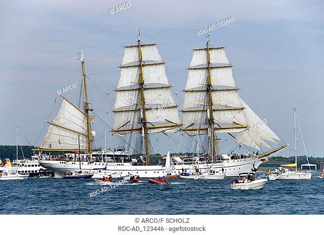 Tall ships parade with school ship  'Gorch Fock' Kiel Week Bay of Kiel Baltic See Schleswig-Holstein Germany Kieler Woche