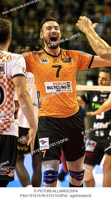 15 October 2019, Berlin: Volleyball, Men: Bundesliga, Berlin Volleys - TSV Giesen Grizzlys, Main Round, 2nd Matchday. Berlin's Georg Klein cheers for a point