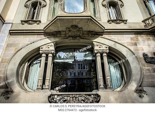 Casa Perez Samanillo by Joan Josep Hervas architect in Diagona Avenue in Barcelona Catalonia Spain