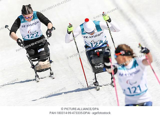 14 March 2018, South Korea, PyeongChang: Paralympics, skiing, women's 1.1km sprint sitting, at the Alpensia Biathlon Centre: (Front-back) Oksana Masters (Gold