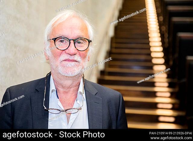 14 September 2021, Berlin: Eugen Blume, former director of the Hamburger Bahnhof - Museum für Gegenwart, looks into the photographer's camera before the...