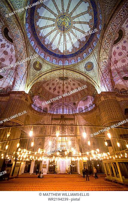 Blue Mosque interior (Sultan Ahmed Mosque) (Sultan Ahmet Camii), UNESCO World Heritage Site, Istanbul, Turkey, Europe