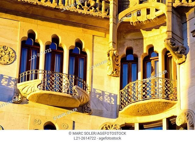 Detail, balconies and windows. Hotel Casa Fuster. Designed by Lluís Domènech i Montaner architect between 1908 and 1910. Gracia quarter, Barcelona, Catalonia