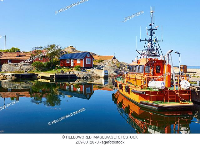 Orange pilot boat in Vasterhamn (west harbour) on the island of Oja (Landsort), the southernmost point in the Stockholm archipelago, Sweden, Scandinavia