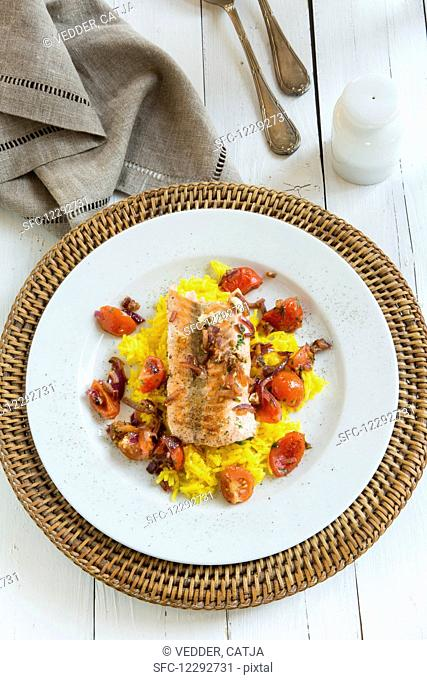 Salmon with saffron rice, tomatoes and onions