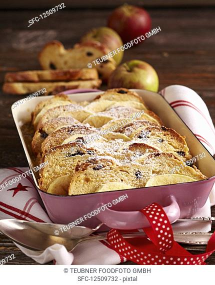Raisin bread plait bake with apple