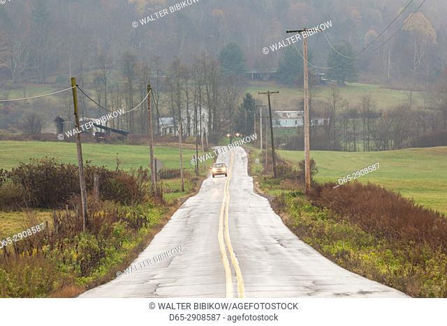 USA, Pennsylvania, Nicholson, country road, autumn