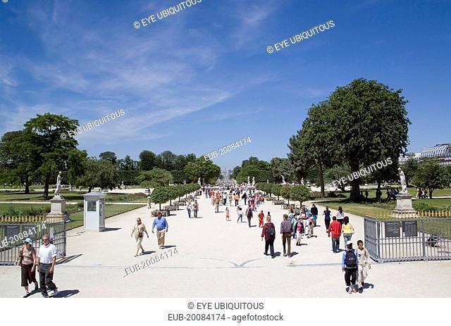Tourists walking in the Jardin des Tuileries gardens