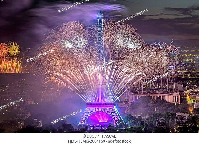 France, Paris, area listed as World Heritage y UNESCO, the Eiffel tower illuminated (© SETE illuminations Pierre Bideau) and the fireworks of the Bastille Day...