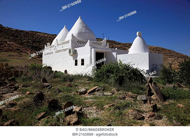 Arabian cemetery and Tomb of Sheikh Muhammad bin Ali al-Alawi, Mirbat, Oman, Arabian Peninsula, Middle East, Asia