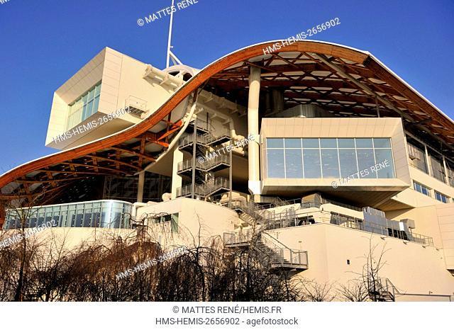 France, Moselle, Metz, Amphitheatre district, Centre Pompidou Metz, art center designed by architects Shigeru Ban and Jean de Gastines