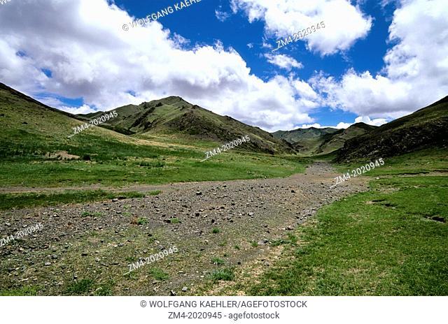 MONGOLIA, GOBI DESERT, NEAR DALANZADGAD, YOLYN AM VALLEY LANDSCAPE