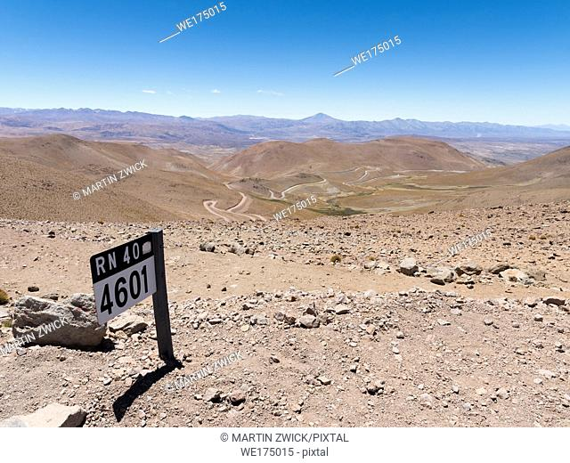 Routa 40 climbing up to Abra del Acay (4895m), one of the highest regular roads in the world. The Altiplano in Argentina, South America, Argentina