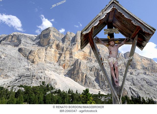 Crucifix in front of mountains, near church and Hospice of Santa Croce, Dolomites, Alta Badia, province of Bolzano-Bozen, Italy, Europe