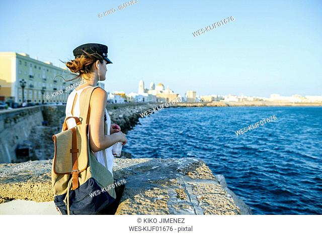 Spain, Andalusia, Cadiz, young woman looking at the sea