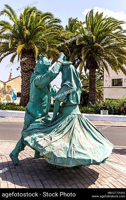 Dancing couple, sculpture, center, San Bartolomé, Lanzarote, Canary Islands, Spain, Europe